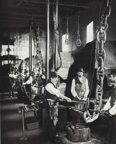 Ankerschmiede mit Hämmern (1878)